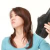 革靴と足の臭いの関連性