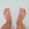 足の臭い、洗っても落ちないのはなぜ?